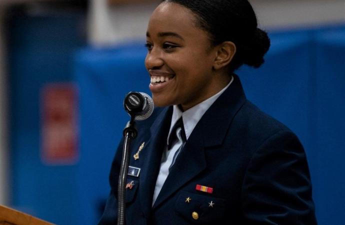 La fille de Mathias Pierre devenue première femme haïtienne diplômée de l'USCGA