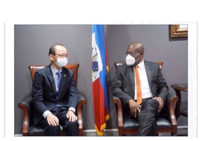 Diplomatie: Joseph Jouthe s'entretient avec l'ambassadeur du Japon