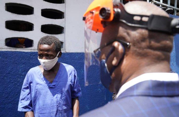 Joseph Jouthe visite les principales prisons d'Haïti