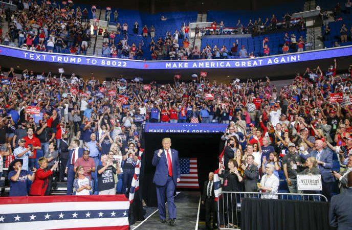 Etats-Unis: Trump ne parvient pas à mobiliser pour son premier meeting depuis trois mois