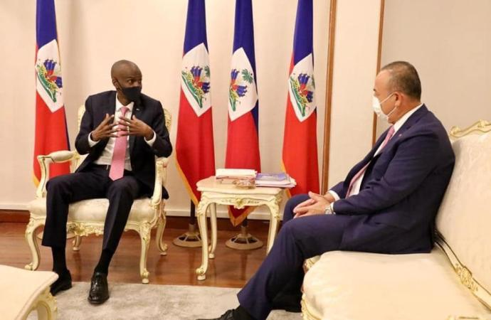 Jovenel Moïse reçoit la visite du ministre des affaires étrangères de la Turquie