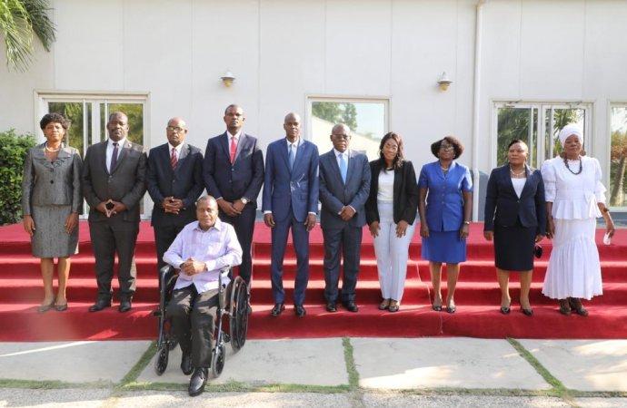 Jovenel Moïse installe les neuf membres du CEP dans leurs fonctions