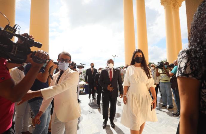 Le président Luis Abinader reçoit Claude Joseph en audience au palais dominicain