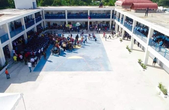 Petit-Goave : Après huit ans de dysfonctionnement, le Lycée Roseline Vaval inauguré par Jovenel Moïse