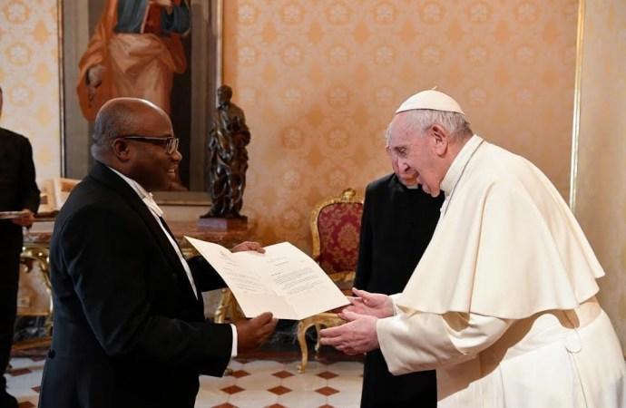 Vatican : le pape François a reçu les lettres de créances du nouvel ambassadeur d'Haiti au Saint Siège