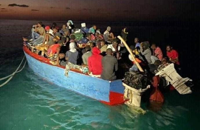 Migration : Près de 400 Haïtiens illégaux arrêtés sur les côtes des îles turquoises
