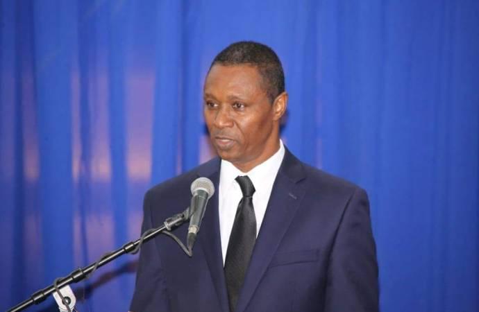 « Les extrémistes qui refusent tout dialogue représentent un danger pour la démocratie », blâme Clarens Renois