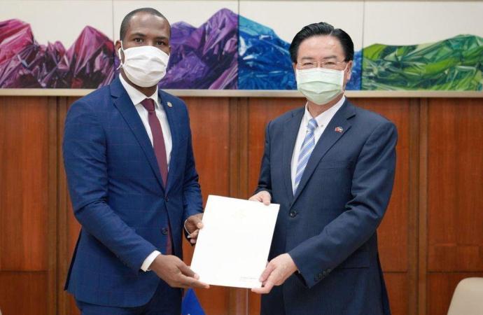 Diplomatie : remise des lettres de créance du nouvel Ambassadeur d'Haïti en République Chine-Taiwan, Roudy Stanley Penn