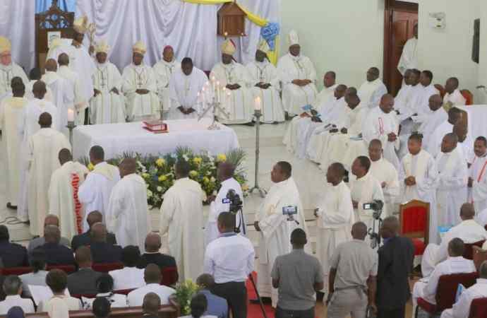 Référendum : la Conférence Episcopale d'Haïti invite le pouvoir à faire marche arrière