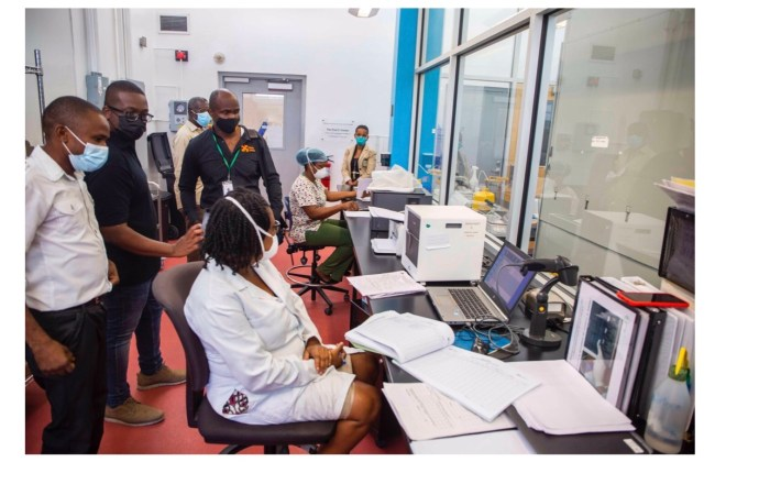 Covid-19 : La Fondation Barbancourt fait don de deux appareils de radiographie à L'hôpital Universitaire de Mirebalais