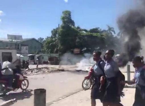 Pénurie de carburant : des barricades de pneus enflammés à plusieurs endroits aux Gonaïves