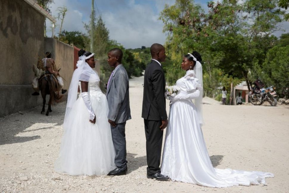 Haitian weddings, couples get married