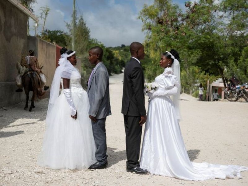 Haitian weddings, couples get married