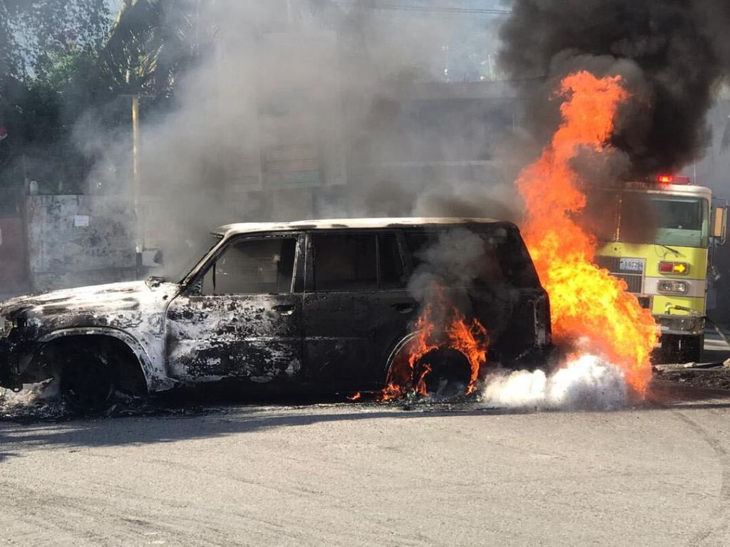 Police officers burn vehicles during protest of colleagues' arrest