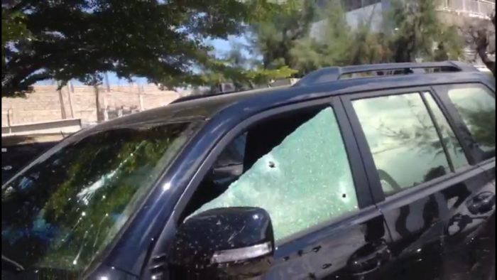 Bandits shoot two customs officials leaving bank