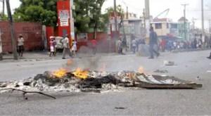 Haïti /Protestation : Panique à Port-au-Prince: des policiers manifestent, tirent, mettent le feu 2