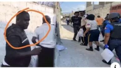 """Photo de Recherché par la police, """"Barbecue"""" participe à une distribution de nourriture"""