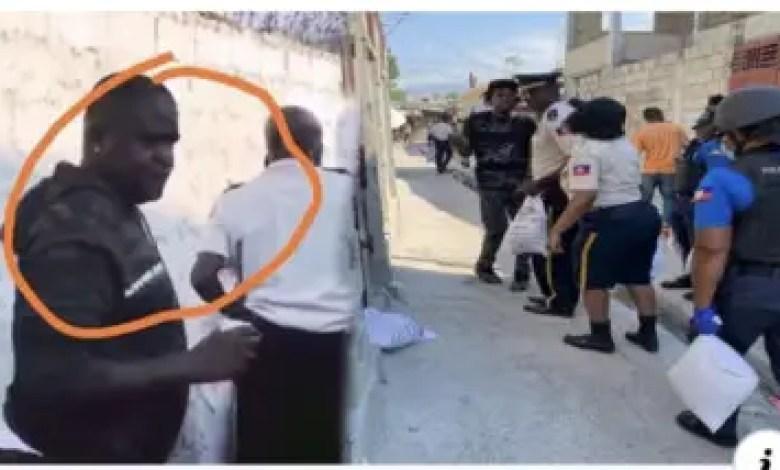 """Recherché par la police, """"Barbecue"""" participe à une distribution de nourriture 1"""