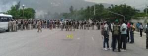 Protestation devant le Parlement haïtien... 1