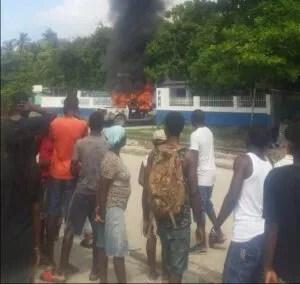 La police, cible des manifestants dans plusieurs départements géographiques d'Haïti 2