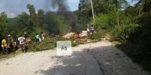 Protestation : l'axe routier reliant les Routes nationales numéro 1 et 3 est bloquée à Bossou (Artibonite) 1