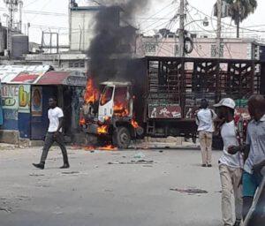 """Funérailles des 5 """"militants politiques"""" tués à Port-au-Prince, une occasion pour chauffer la rue 1"""