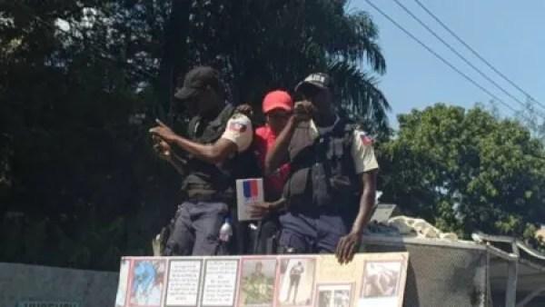 Port-au-Prince : début de la marche des policiers, un concert de cartouches résonne à Nazon 1