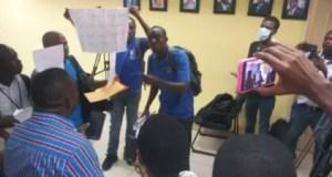 Protestation des journalistes du journal l'Union pour exiger le paiement de plusieurs mois d'arriérés de salaire et la reprise des activités du journal