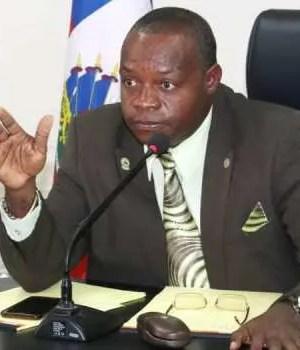 Me Lucmane Délile laisse le pays à destination des États-unis