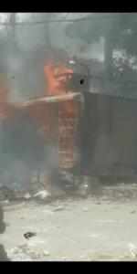 Pétion-Ville : incendie d'une antenne de Police par des habitants en colère à La Boule
