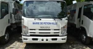 Mairie de Pétion-Ville : déversement d'ordures sur la chaussée, un véhicule de ramassage d'ordures intercepté
