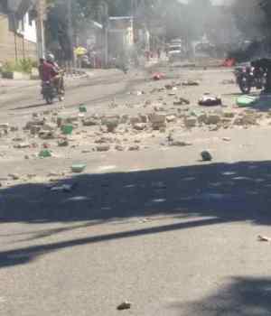 Port-au-Prince - Kidnapping : des habitants de Christ-Roi exigent la libération de 3 citoyens kidnappés