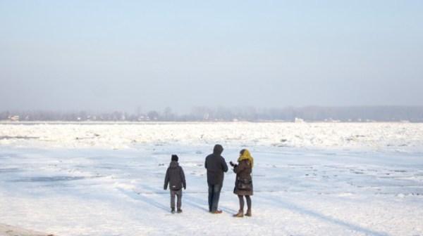 En images – Vague de froid dans les Balkans : on a marché sur le Danube gelé