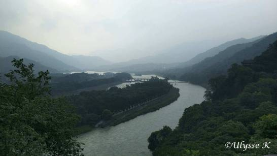 岷江と岷山山脈