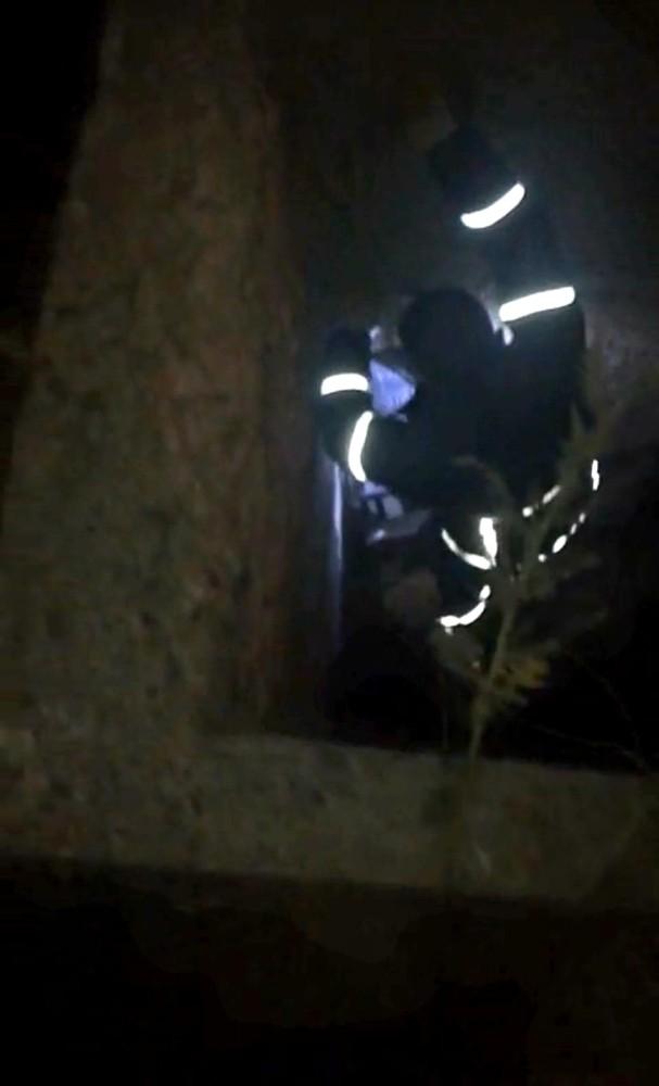 3 gündür kuyuda mahsur kalan yavru köpekler kurtarıldı
