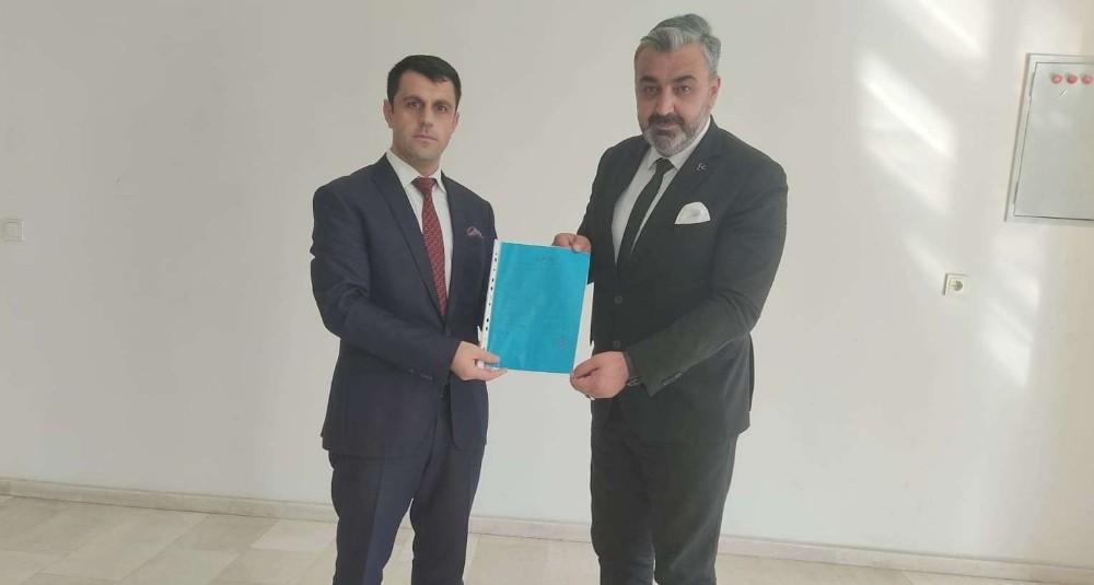 MHP'li Özbek mazbatasını aldı