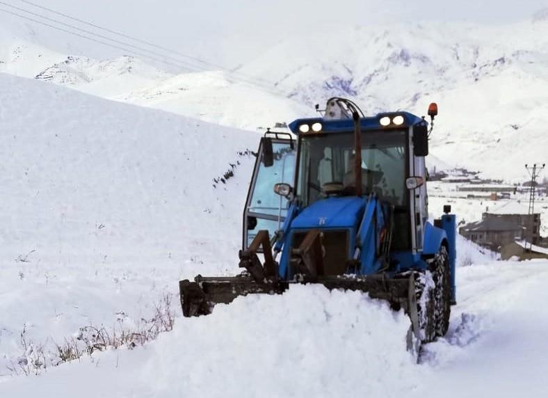 Esendere'de tüm yollar kardan temizlendi