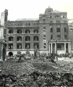 空襲後の総督府後門