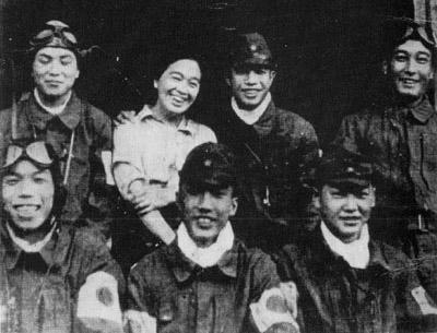 Tome_Torihama_with_kamikaze_pilots
