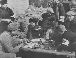 日本兵と遊ぶ南京の子供たち