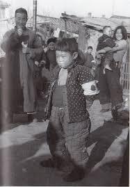 良民証をつけた南京の子供