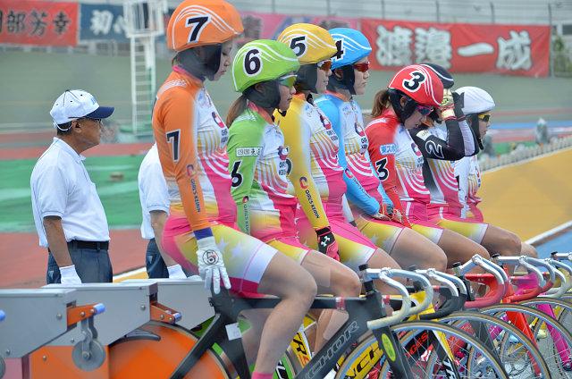 この3日間は、女子選手によるレース「ガールズケイリン」も開催