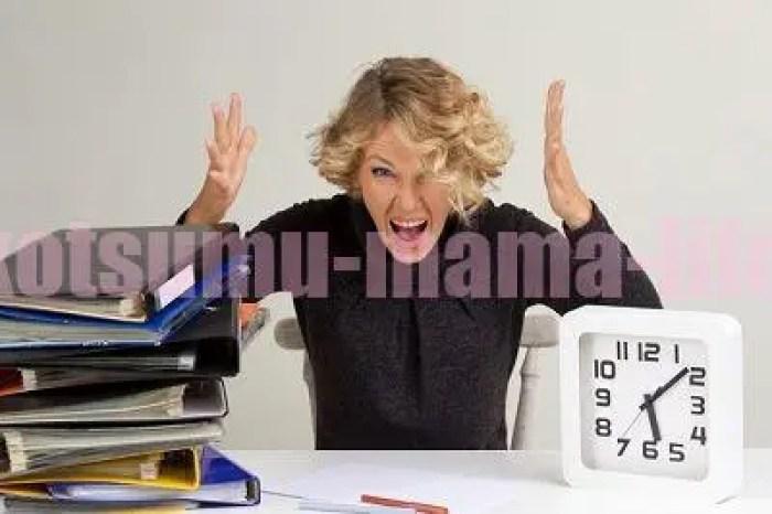 仕事と育児でパニックな女性