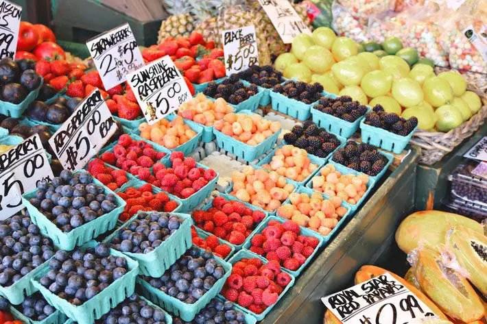 フルーツ売り場の値札の画像