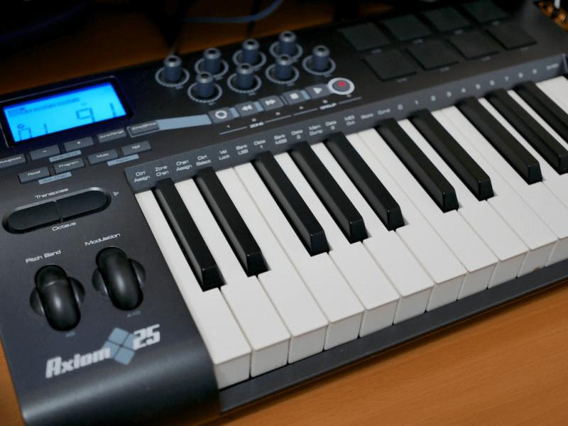 GarageBandをMIDIキーボードでコントロールする方法