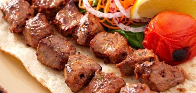 شواء اللحم على الفحم و طريقة تحضير صلصة الباربكيو الاصلية
