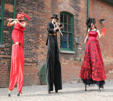 Stilts band Hala on stilts the HIGHnotes