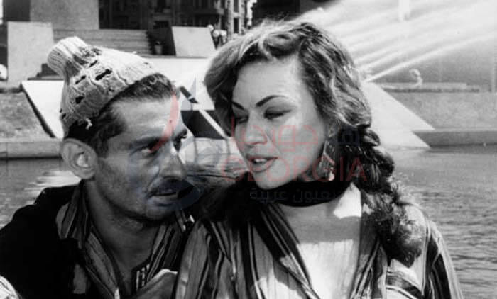 بياعة الكازوزة (هند رستم) وبياع الجرايد ( يوسف شاهين ) فيلم باب الحديد 1958