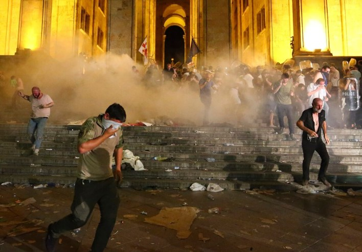 الاشتباكات امام مبنى البرلمان الجورجي