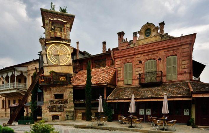 مسرح ساعة جابريادزه في تبليسي | اهم المناطق السياحية في جورجيا للسياحة العائلية
